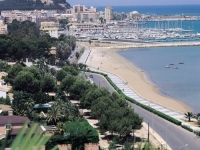Дения, вид на городской пляж и яхт-клуб