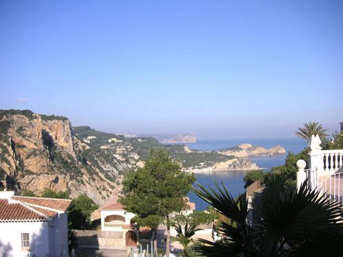 Хавея - курортный город Испании у живописного берега